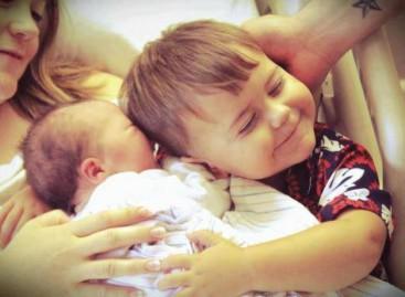7 забавних начина да то саопштите детету да ће добити брата или сестру