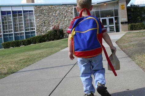 Писмо учитељу: Данас мој мали син креће у школу…