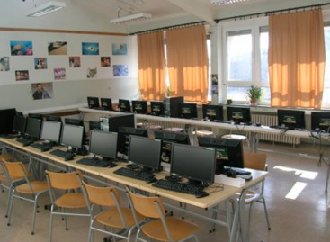 Мастер учитељи ће моћи да предају енглески језик и информатику