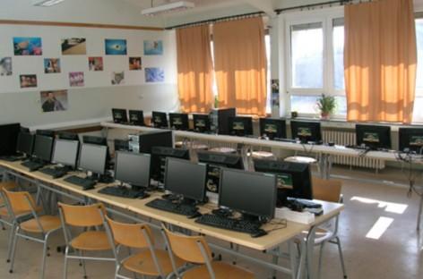 Лапчевић: У основним школама не постоје технички услови за наставу информатике