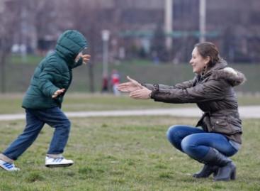 Ђукић Дејановић: По закону родитељ детета до 3 године не може да ради поподневну или ноћну смену