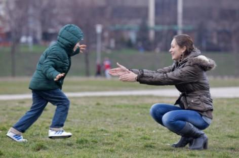 Зашто су деца тако немогућа у близини својих мајки