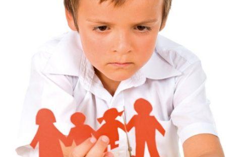 Дечије психолошке реакције на развод брака родитеља варирају у зависности од три фактора