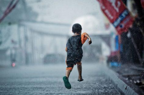 Zašto dečak od sedam godina ne sme da trči na odmoru u školi?