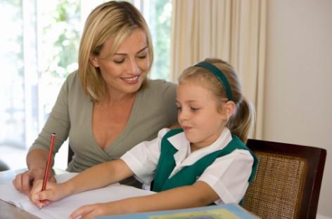 Tri razloga zašto je mnogo bolje da detetu ne pomažete oko domaćeg zadatka