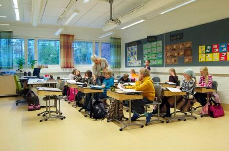 Ко одређује план и програм у финским школама?