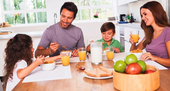 roditelji-deca-rucak-razgovor-1361477370-271689
