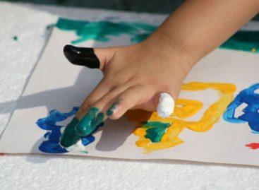 """Шта рећи детету које вам показује свој цртеж (уместо """"Шта је ово?"""")"""