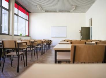 Зашто ђаци огледног одељења у Бечеју нису положили матурски испит?