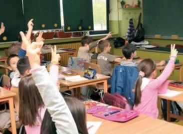 По закону од првог до трећег разреда ученик не понавља, осим ако родитељ не инсистира