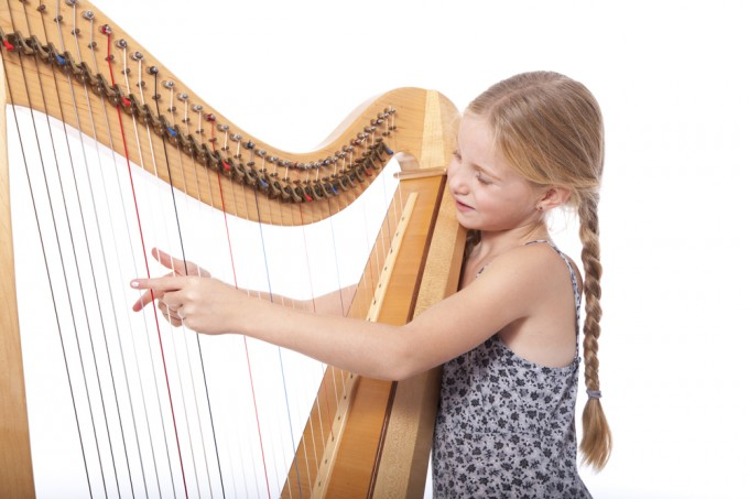 girl-playing-the-harp
