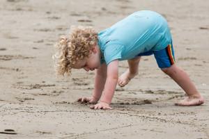 dete na plazi