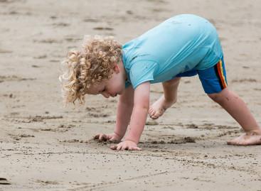 Како да проверите има ли дете равна стопала или спуштене сводове