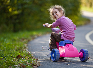 12 разлога зашто је боље да ваше дете има мање играчака