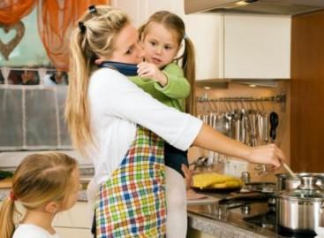 Британско истраживање: Мајке дневно имају само 17 минута за себе