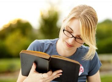 Лако је бити школован, тешко је бити образован