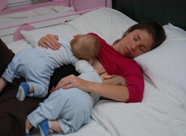 Научници доказали: Деца треба да спавају са мајком до 4. године