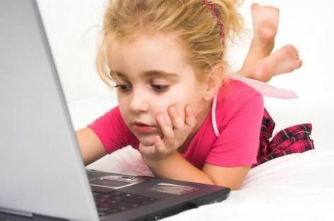 Šta se dešava sa mozgom deteta ako provodi mnogo vremena na pred ekranom/ na internetu