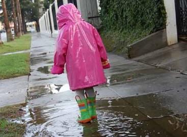 10 разлога због којих деца кишни дан треба да проведу напољу