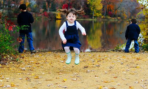 devojcica skace