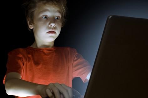 Наша деца на друштвеним мрежама – као на тацни