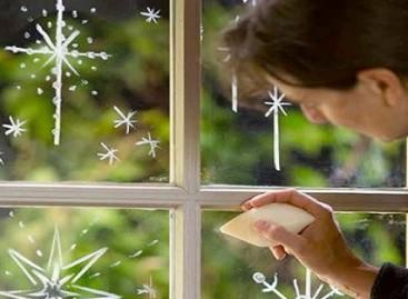 Исцртајте украсе на прозорима сапуном