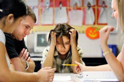 Наставник ме мрзи: Како променити негативан став детета према просветним радницима?