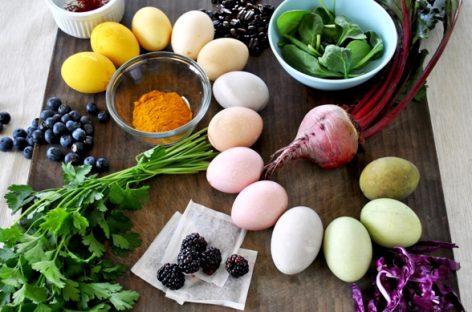 9 начина да офарбате јаја природним бојама – без хемикалија
