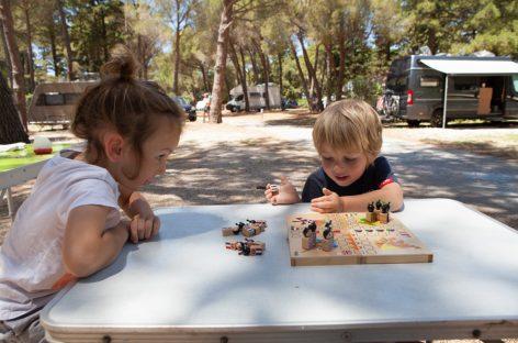 Зашто су друштвене игре корисне за децу