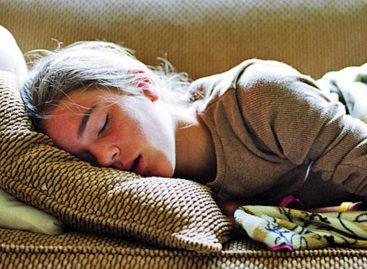 Doktori apeluju na škole da nastava počinje kasnije, kako bi tinejdžeri mogli da se naspavaju