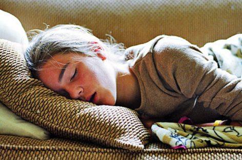 Доктори апелују на школе да настава почиње касније, како би тинејџери могли да се наспавају