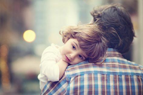 Очеви у Србији се дететом баве у просеку 11 минута дневно