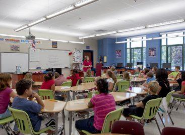 Директорима стигао допис: основне и средње школе постају део АМРЕС-а
