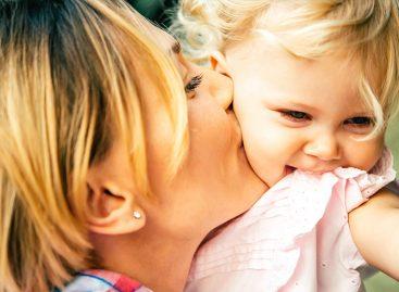 Познати психолог указује на кардиналне грешке које мајке праве у васпитању својих ћерки!