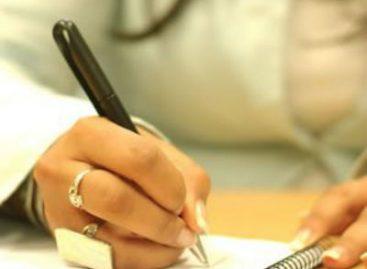 УЧЕНИЦИ ПЕТИЦИЈОМ БРАНЕ НАСТАВНИЦУ: Траже повратак професорке
