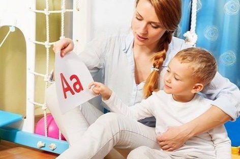 Како помоћи детету да брже проговори