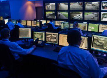 Полицајци ће у директном преносу гледати шта ђаци раде у школама