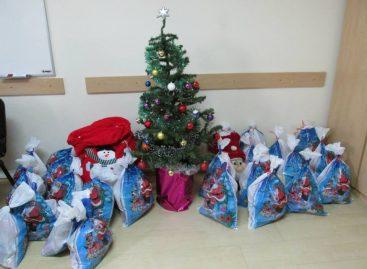 Савет стручњака: Шта треба да садржи новогодишњи пакетић за децу