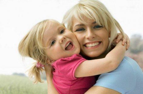 Деца која имају мајчинску љубав и пажњу у најранијој фази живота паметнија и боље реагују на стрес