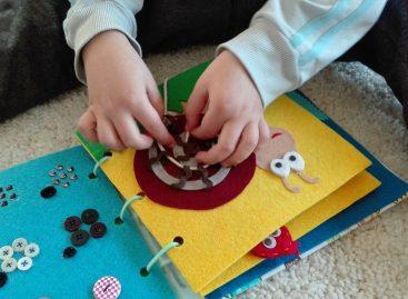 Едукативна играчка која развија машту, интелигенцију, моторичке способности