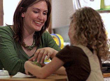 Психотерапеут Kајли Фокс саветује маме и тате да  помажу деци у изграђивању самопоштовања