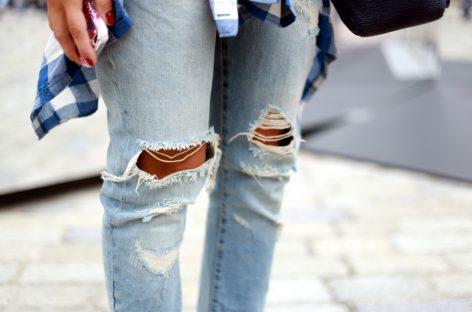Срам те било, зашто идеш у тим исцепаним панталонама?!