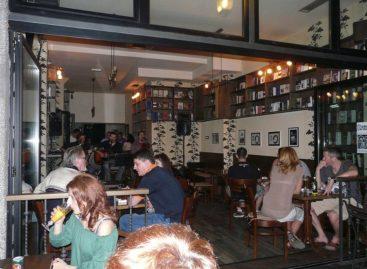 Maloletnicima u Beogradu bi uskoro mogao da bude zabranjen ulazak u kafiće i barove posle 22 časa!