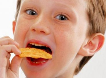 Забранили чипс, газирана пића и слаткише у школама