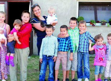 Maja ima jedanaestoro dece, zaposlena je i ima samo 37 godina