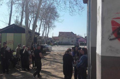 Родитељи протестом против вршњачког насиља: због једног ученика забранили деци да иду у школу