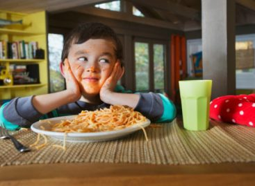 Моја деца вечерају у 5 поподне. Ево и зашто.