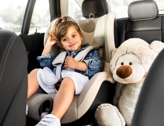 Зашто родитељи у Србији мисле да им не треба ауто-седиште за дете