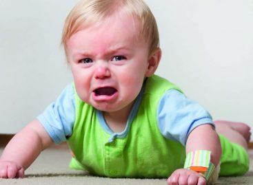 Како дисциплиновати децу млађу од три године која не разумеју последицу