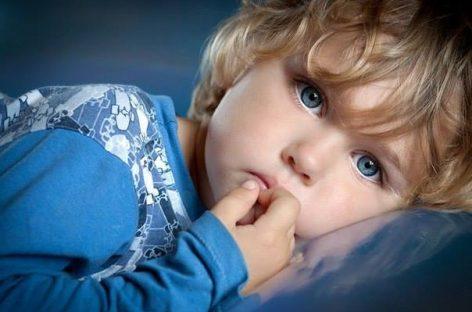 Први знакови да дете не чује често повезана са говором
